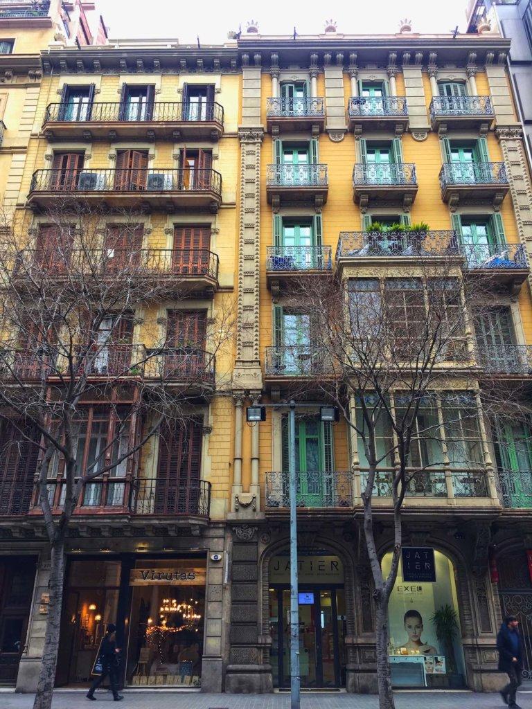 уличная архитектура барселоны