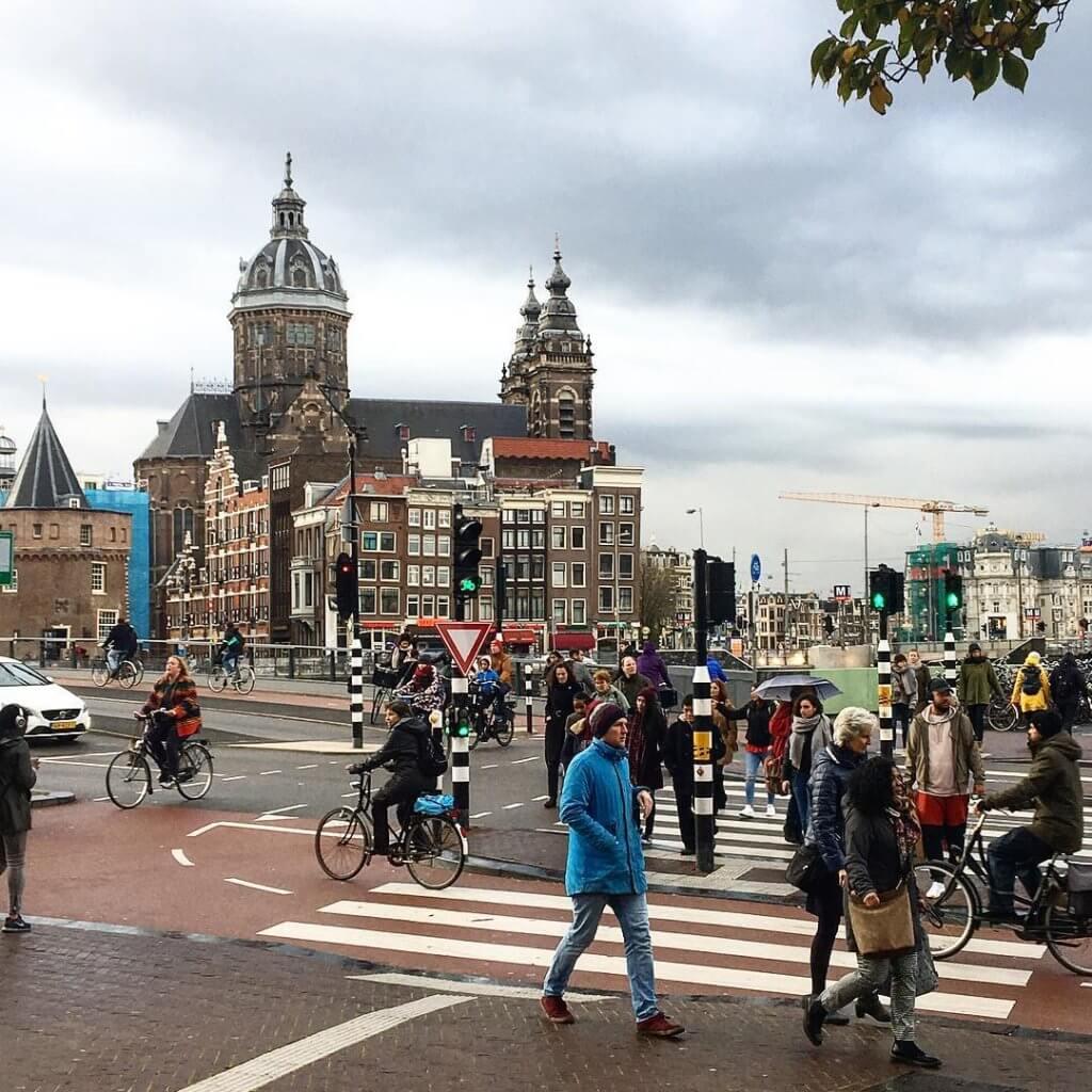 езда на велосипеде в амстердаме